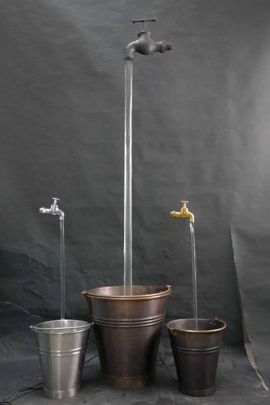 der schwebende wasserhahn brunnen ist ein tolles illuso onsobjekt von zeitloser sch nheit. Black Bedroom Furniture Sets. Home Design Ideas