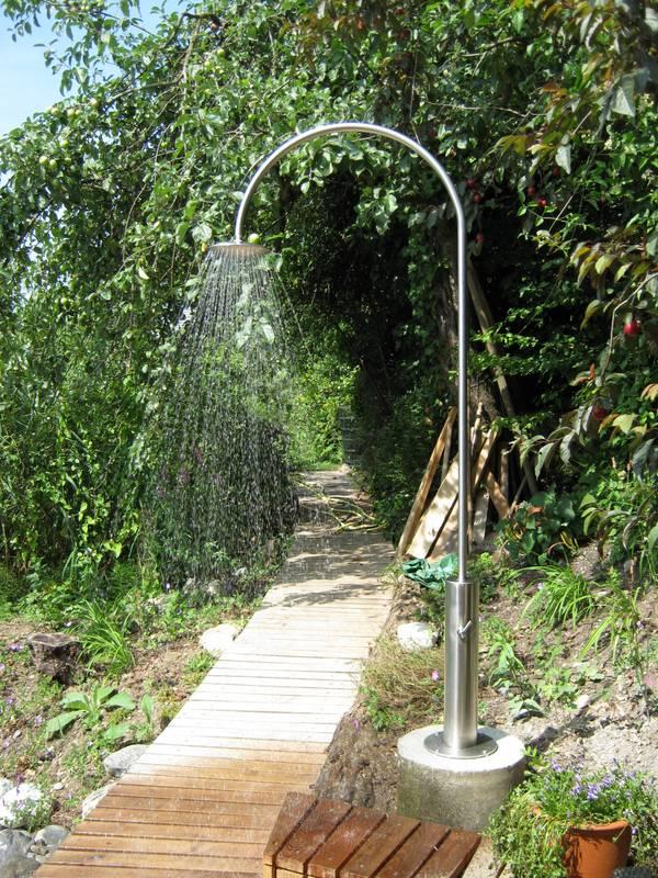 Gartenbrause rondo mit warm kaltwasser mischer top for Gartendusche bodenplatte